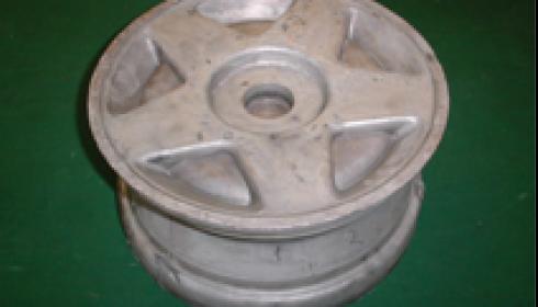 Диски автомобильных колес, полученные жидкой штамповкой: (б) 17 дюймо